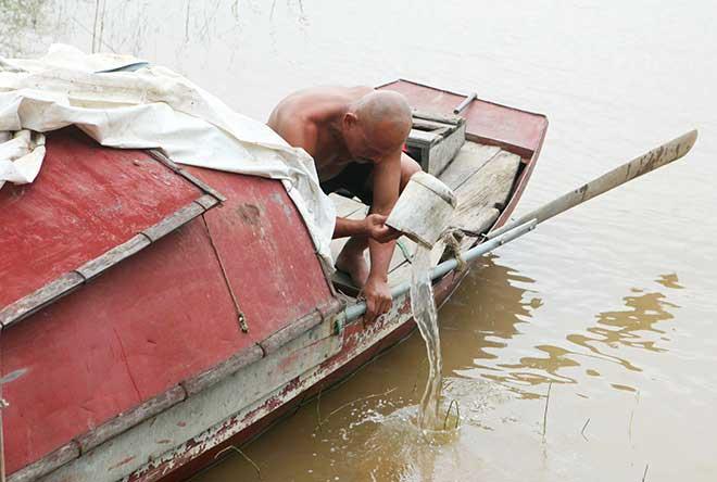Kí ức đau lòng của người đàn ông 30 năm vớt xác chết trên sông Hồng - 2