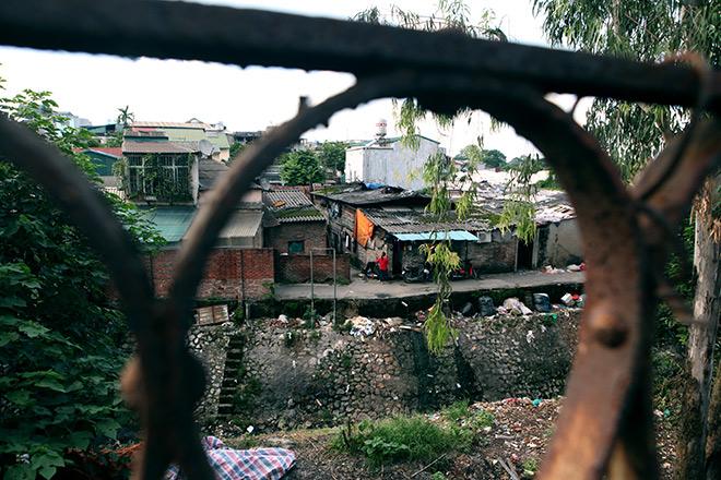 """Cận cảnh khu """"siêu ổ chuột"""" giữa trung tâm Hà Nội - 1"""