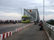 Tin tức trong ngày - Để lại dép trên cầu, nam thanh niên nhảy sông tự vẫn