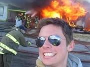 """Nghiện """"tự sướng"""": Thấy đám cháy phải móc máy ngay"""