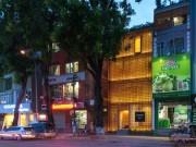 Ngỡ ngàng căn nhà Việt 3 mặt không cửa sổ mà vẫn siêu thoáng mát