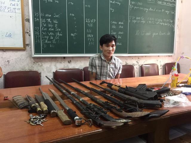 """Giật mình """"kho vũ khí"""" trong lán trại của dân buôn ma túy"""