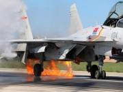 Thế giới - Tiêm kích J-15 TQ đâm phải chim, bốc cháy ngùn ngụt