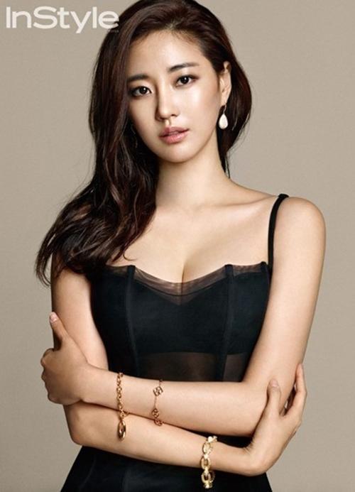 Loạt váy áo đốt mắt của Hoa hậu Hàn quốc có thân hình đẹp nhất - 1