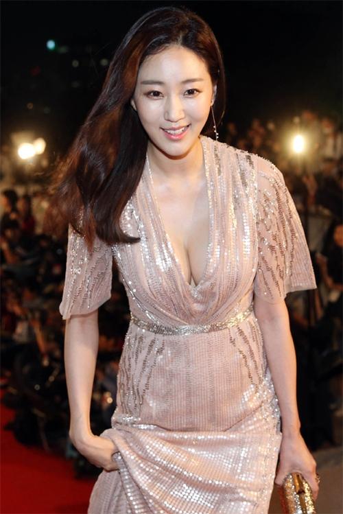 Loạt váy áo đốt mắt của Hoa hậu Hàn quốc có thân hình đẹp nhất - 9