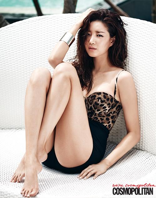 Loạt váy áo đốt mắt của Hoa hậu Hàn quốc có thân hình đẹp nhất - 11