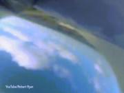 Thế giới - Rơi điện thoại khỏi máy bay, ghi hình được chuyện bất ngờ