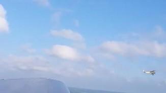 Rơi điện thoại khỏi máy bay, ghi hình được chuyện bất ngờ