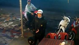 """Clip rõ mặt băng dàn cảnh, trộm xe trong """"chớp mắt"""" ở Sài Gòn"""
