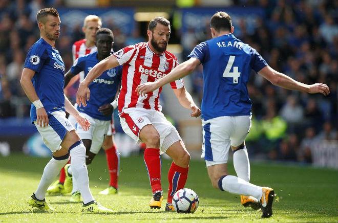 """Stoke City – Arsenal: Thấp thỏm lo """"công làm, thủ phá"""" - 2"""