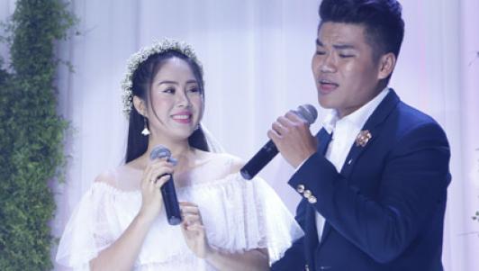 Chồng trẻ kém 7 tuổi của Lê Phương khoe giọng hát tình cảm trong tiệc cưới