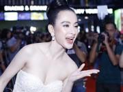 Phim - Angela Phương Trinh khiến hàng trăm ánh mắt không thể rời khỏi khi dự ra mắt phim