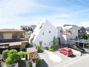 Ấn tượng với căn nhà trắng như núi tuyết giữa lòng phố thị