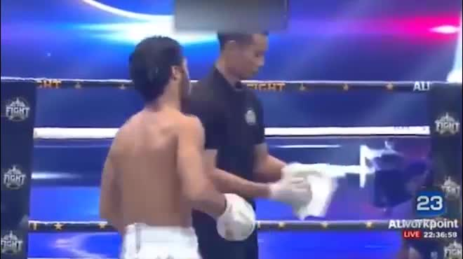 """Nóng: """"Thánh Muay"""" Buakaw 161 giây đấm gục nhà vô địch châu Âu"""