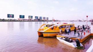 """Cận cảnh """"xe buýt"""" chạy trên mặt nước đầu tiên ở Sài Gòn"""