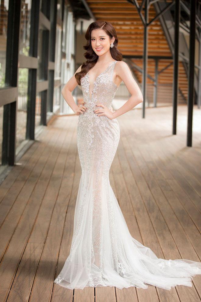 """Đầm xẻ ngực hun hút của """"bạn gái Noo Phước Thịnh"""" đẹp nhất tuần - 8"""