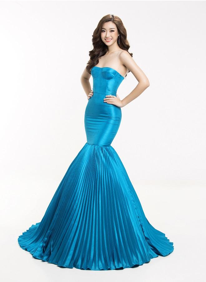 """Đầm xẻ ngực hun hút của """"bạn gái Noo Phước Thịnh"""" đẹp nhất tuần - 9"""