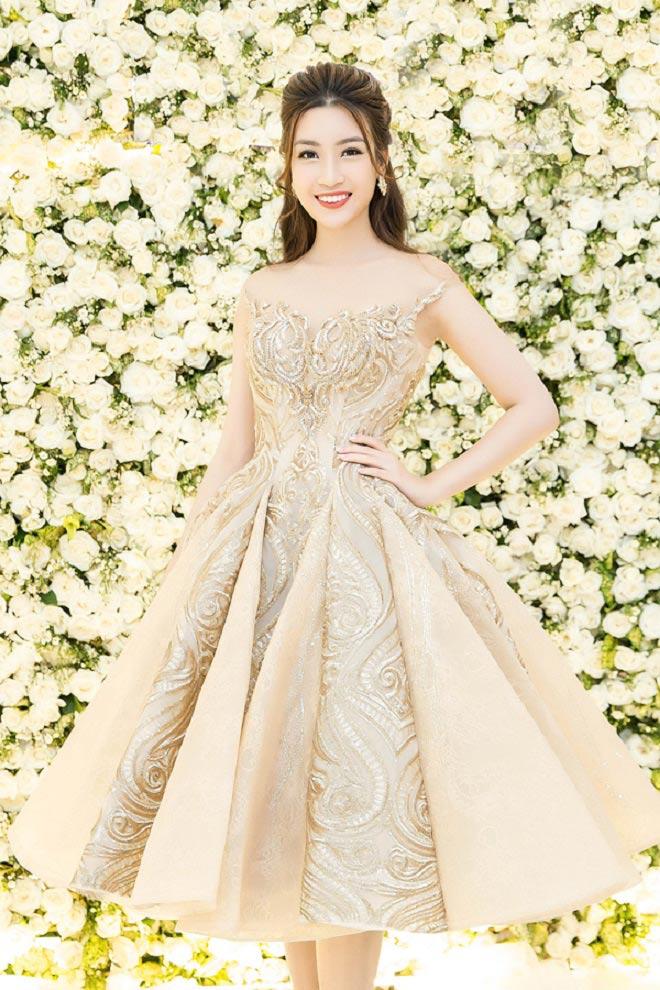 """Đầm xẻ ngực hun hút của """"bạn gái Noo Phước Thịnh"""" đẹp nhất tuần - 10"""