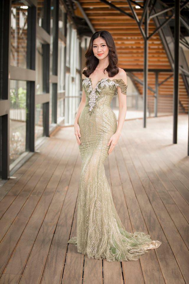 """Đầm xẻ ngực hun hút của """"bạn gái Noo Phước Thịnh"""" đẹp nhất tuần - 11"""