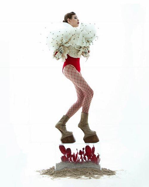 Chân dài Việt táo bạo phủ thân mình bằng những cánh hoa - 5