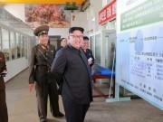 Thế giới - Bức ảnh chụp Kim Jong-un vô tình hé lộ tên lửa cực mạnh