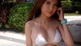 Ai nhận ra sự khác thường ở bộ bikini của hot girl Trung Quốc này?