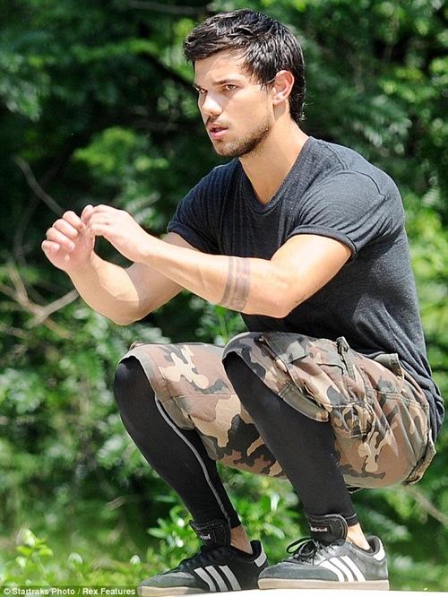 """Cơ bắp đẹp xuất sắc của """"Người sói"""" bảnh trai nhất màn ảnh - 4"""
