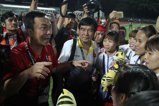 Vô địch SEA Games, tuyển nữ Việt Nam được thưởng 3,9 tỷ đồng - 1