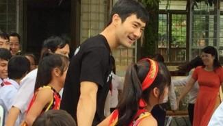 Vừa xuất ngũ, Si Won (Super Junior) đã tới thăm trẻ em Việt Nam