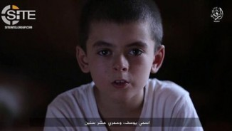 Khủng bố IS tung video cậu bé 10 tuổi thách thức ông Trump