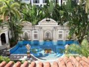 Du lịch - Bên trong lâu đài hóa khách sạn 5 sao của ông hoàng thời trang Versace