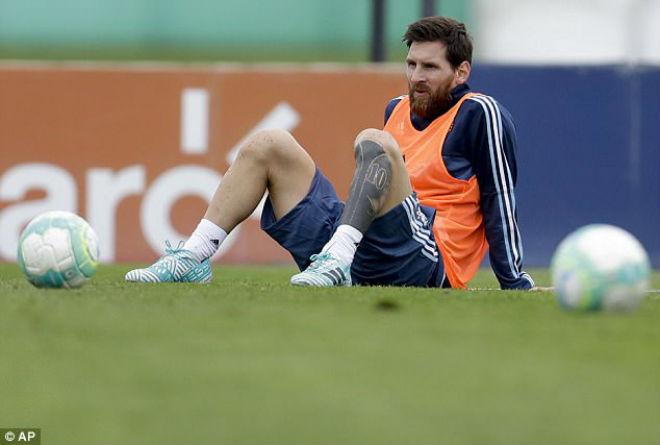 """ĐT Argentina lâm nguy: Messi trở lại, quyết sắm vai """"Thần hộ mệnh"""" - 2"""