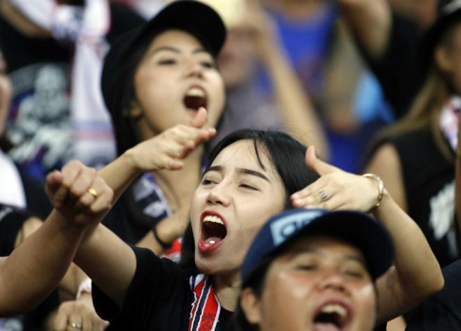 Dàn hot girl Thái Lan khiến 7 vạn CĐV Malaysia nín lặng - 4