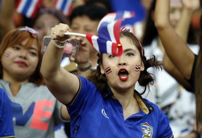 Dàn hot girl Thái Lan khiến 7 vạn CĐV Malaysia nín lặng - 6