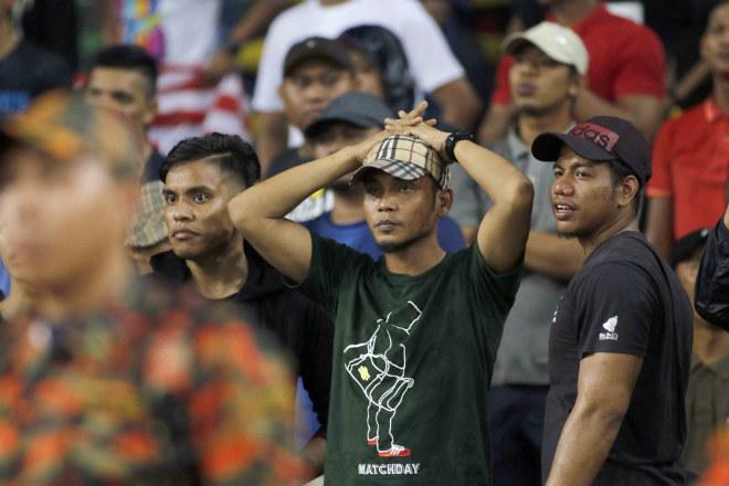 Dàn hot girl Thái Lan khiến 7 vạn CĐV Malaysia nín lặng - 8