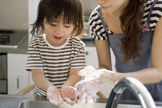 Hé lộ tuyệt chiêu giúp trẻ nhanh khỏi bệnh tay chân miệng ngay tại nhà - 1