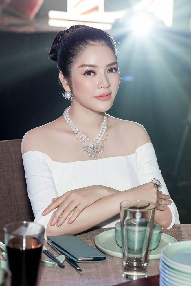 Nếu người đẹp Lý Nhã Kỳ làm trưởng đoàn bóng đá Việt Nam - 2