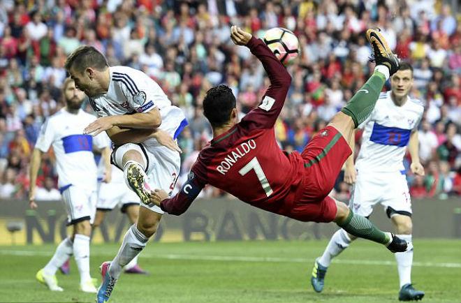 Ronaldo ghi siêu phẩm, lập kỷ lục và... đoạn tuyệt ân nghĩa MU - 1
