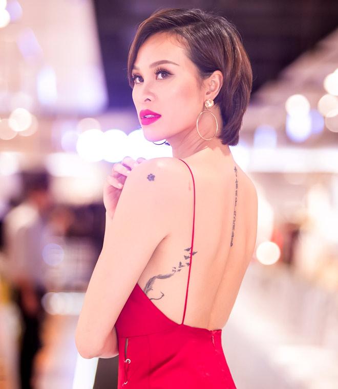 Phương Mai mặc xẻ cao tận hông, khoét lưng trần khiêu khích - 5