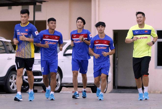 Đội tuyển Việt Nam đến Campuchia: Minh Long - Xuân Trường học làm Ánh Viên - 2