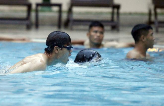 Đội tuyển Việt Nam đến Campuchia: Minh Long - Xuân Trường học làm Ánh Viên - 8