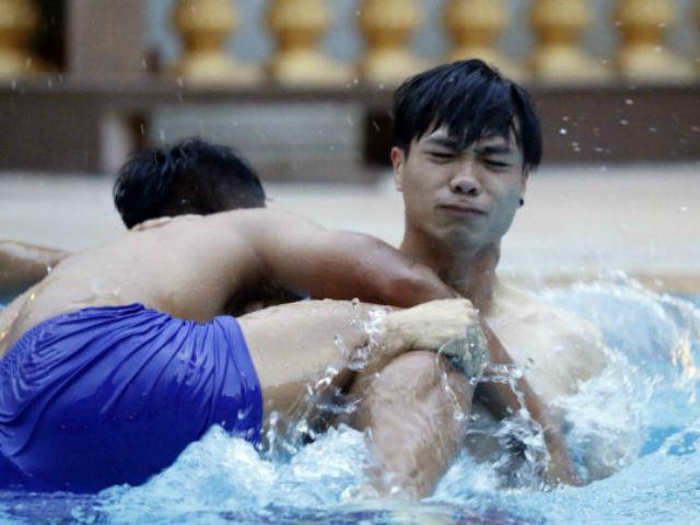 Đội tuyển Việt Nam đến Campuchia: Minh Long - Xuân Trường học làm Ánh Viên