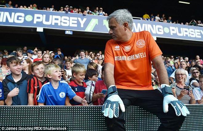 MU: Thầy Mourinho bắt bóng, đá 11m khiến De Gea và Lukaku kiêng nể - 7