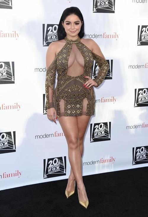 4 trang phục khoe thân cộp mác cô béo đẹp nhất Hollywood - 11