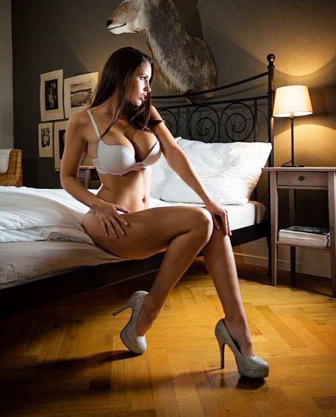 """Nữ vận động viên có """"đào tiên"""" 92cm bỏ nghề làm mẫu nude - 4"""