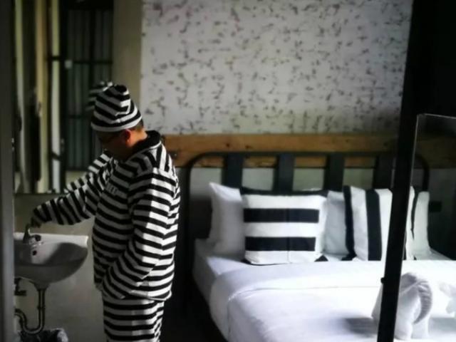 Lạ đời khách sạn được cải tạo từ... nhà tù - 10