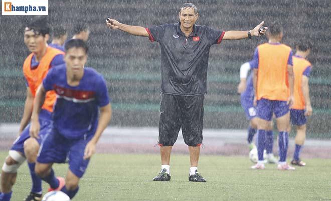 """ĐT Việt Nam: Công Phượng, Hồng Quân tập trong mưa đấu """"Ronaldo Campuchia"""" - 10"""