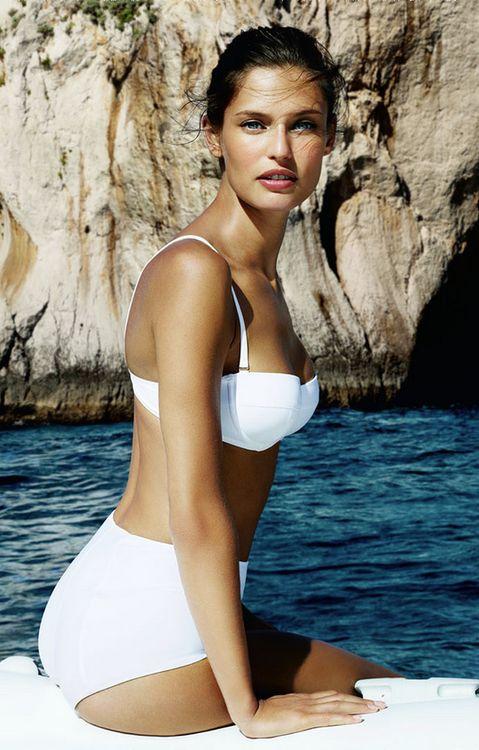 Hành trình trở nên hấp dẫn nhất nước Ý của quý cô môi xẻ - 9