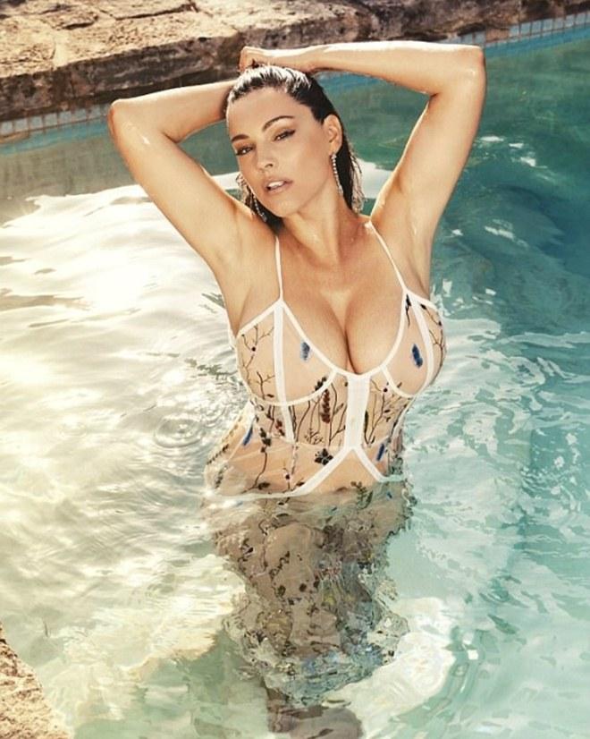 Mỹ nữ thân hình hoàn hảo nhất thế giới tung ảnh nóng bỏng dù bị tố photoshop quá đà - 1