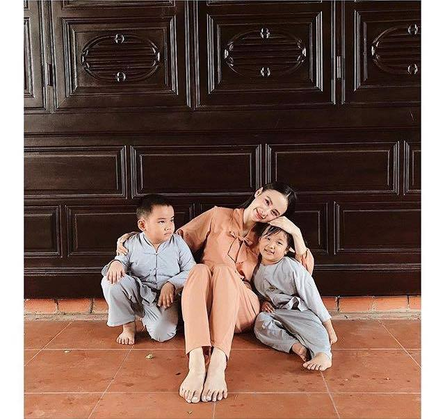 Angela Phương Trinh kín đáo vẫn gây chú ý khi đi lễ chùa - 1